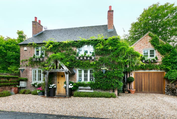 Luxury cottage in Shenstone