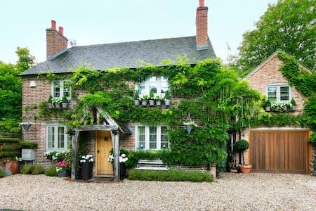 Luxury cottage in Shenstone