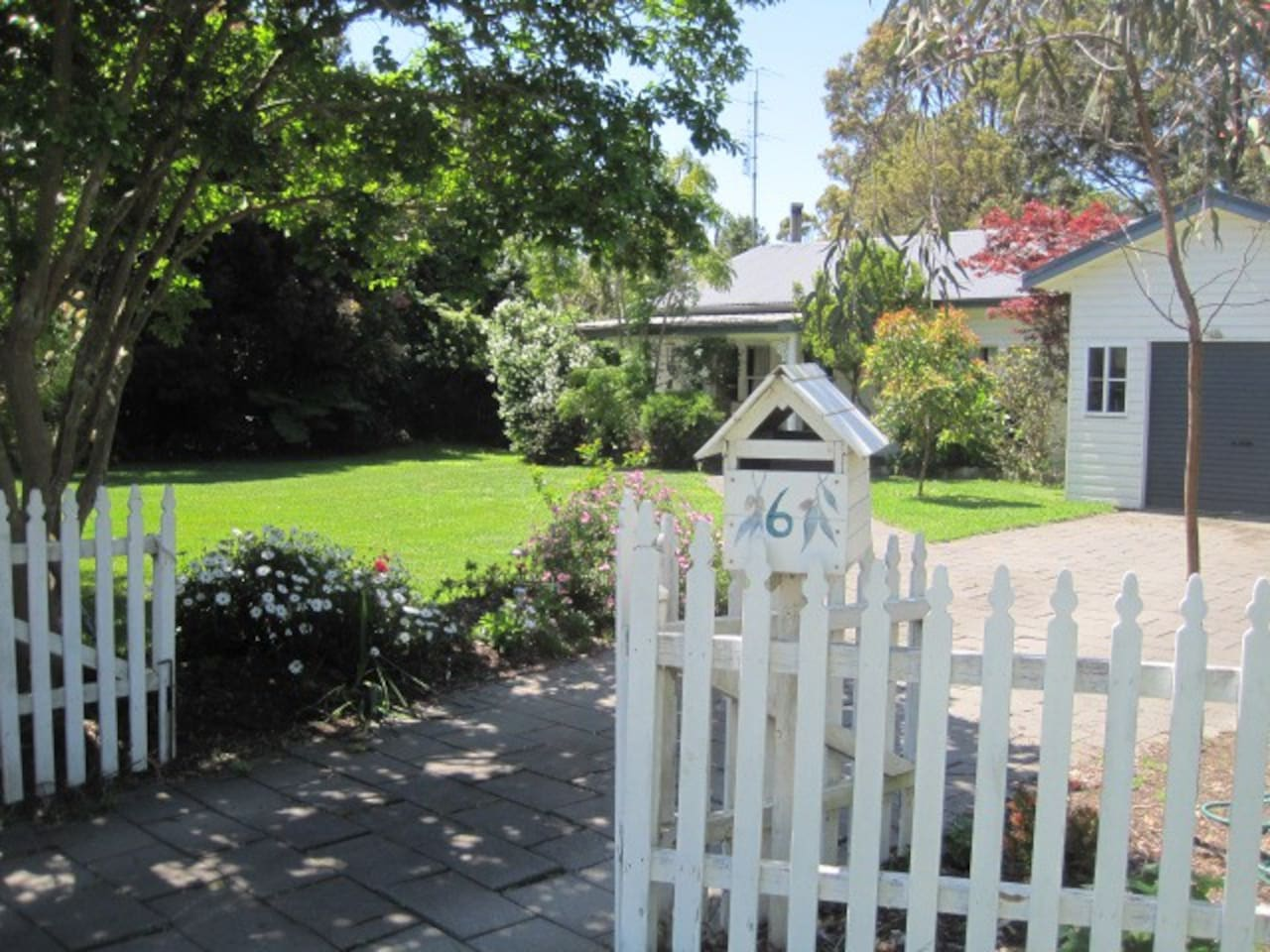 Here is the welcome gate to your cottage.