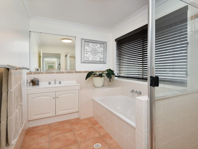 Rooms with Bathrooms - Albany Creek - Haus
