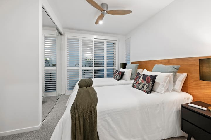 The second bedroom continues the luscious restful pillow theme and offers travellers a choice of configuration, leave as two single beds for the kids or request for the room to be configured as a King (fully zipped with king linen) for couples.