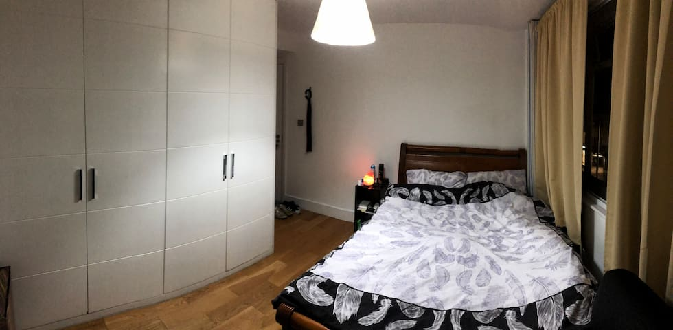Private Bedroom in Chelsea w/ View of King's Road