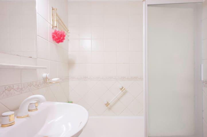 Recoleta Modern, Chic and Luminous Apartment