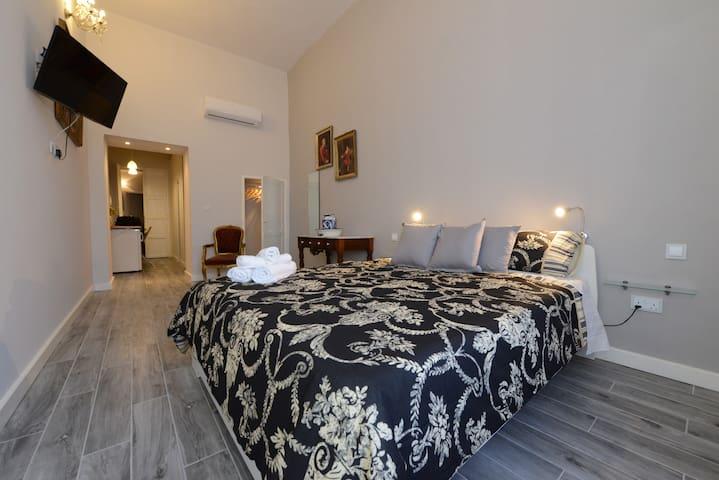 Paulos Valletta Room 107