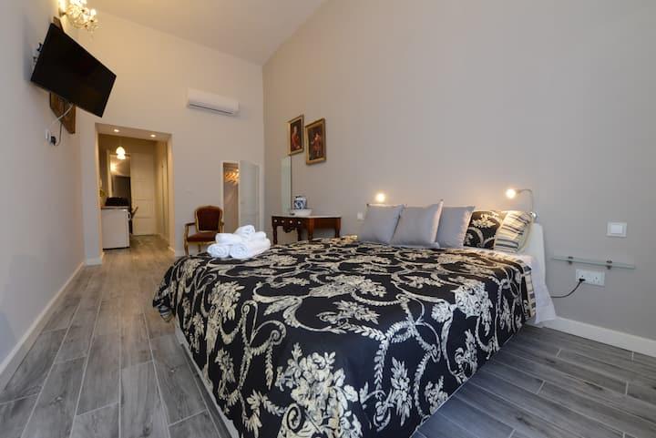 Paulos Valletta room 105
