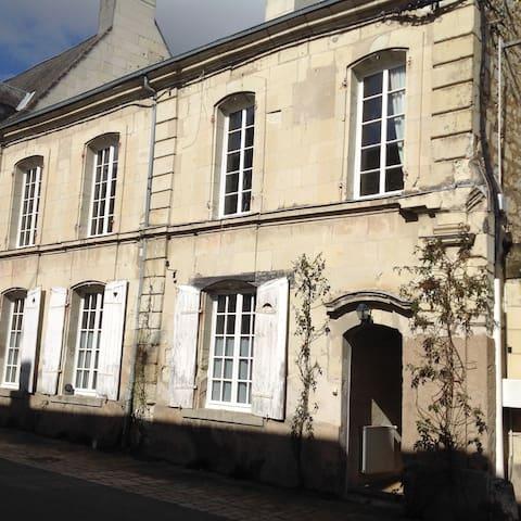 Chambre meublée centre Fontevraud l'abbaye