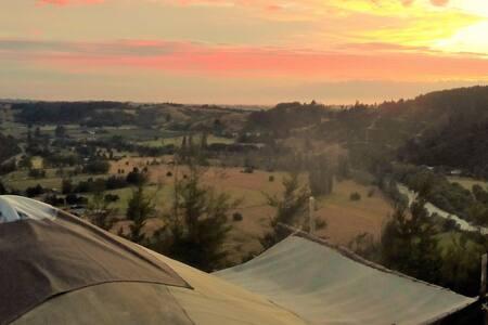 Spacious yurt with stunning views - Motueka Valley