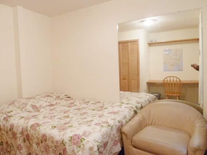 Convenient & Sunny Room Close to Central Park
