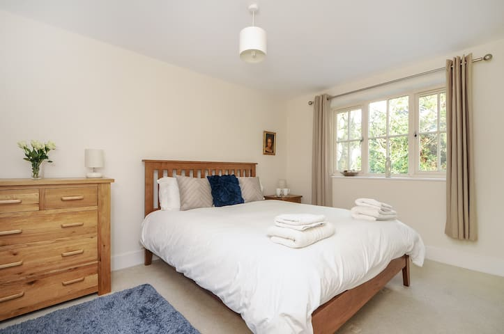 Iffley Two bed apartment OXSAKG Serviced Let - Sandford-on-Thames - Apartmen
