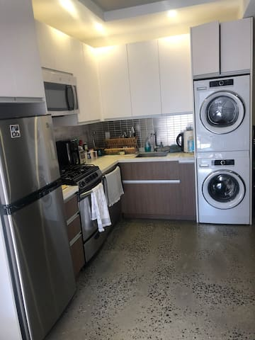 Kitchen with dish washer and washer/dryer