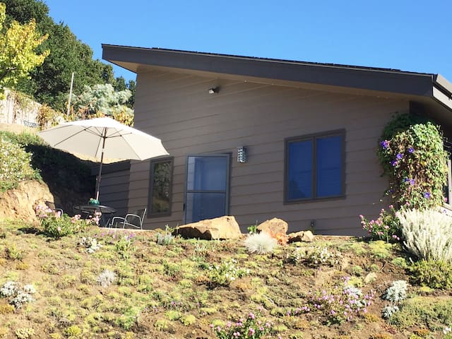 Private detached one bedroom and bath with view - San Anselmo