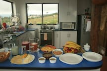 Sara Lodge offers a complimentary continental breakfast with hot items upon request for an additional charge.