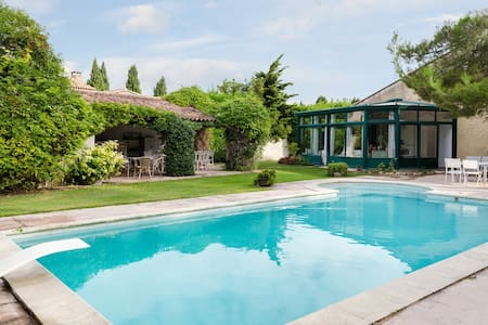 Provencal villa between Alpilles and Luberon - Alleins - บ้าน