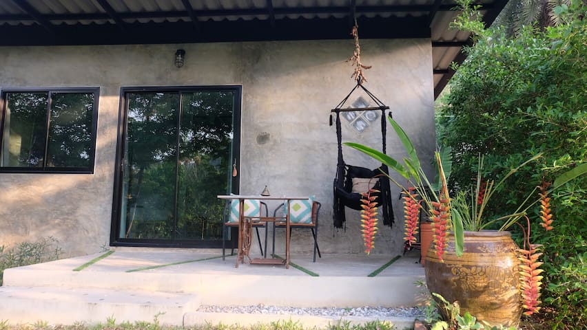 Pugkood Habitat#C2 Cozy cottage in tropical garden