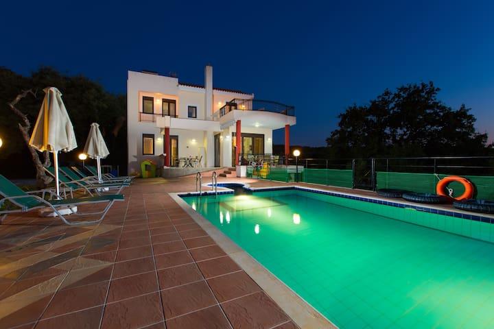 Villa Artemis -Luxurious countryside villa