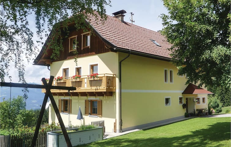 Holiday apartment with 3 bedrooms on 100m² in Fresach