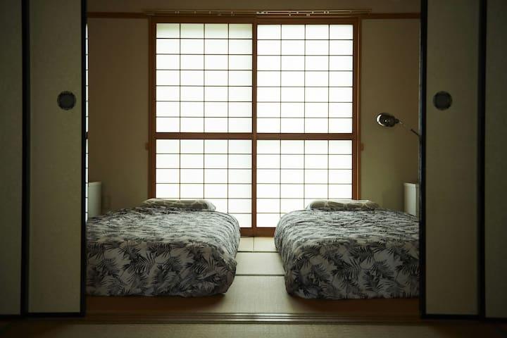 和室(裏側)にはマットレスが2つあります。2Matbeds in next Tatami room