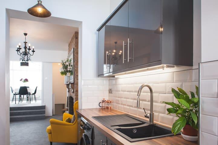 Beautiful 2 bedroom apartment in vibrant Easton