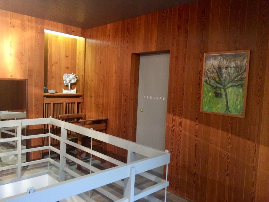 Etage voyageurs, porte chambre Cézanne