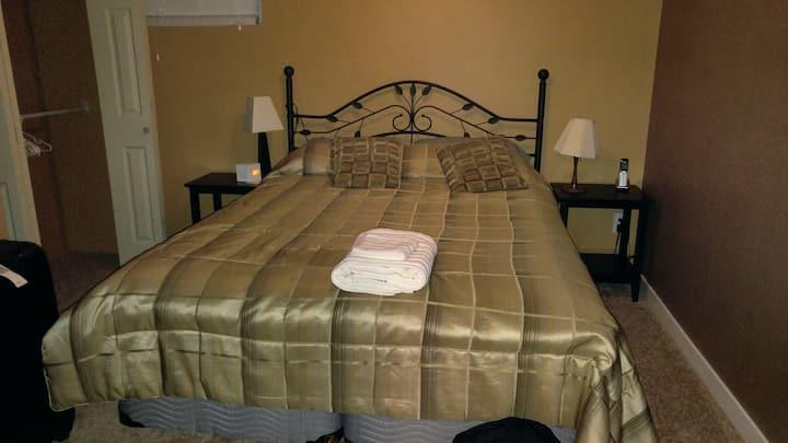 Cozy 1-Bedroom Basement Suite w. Workspace
