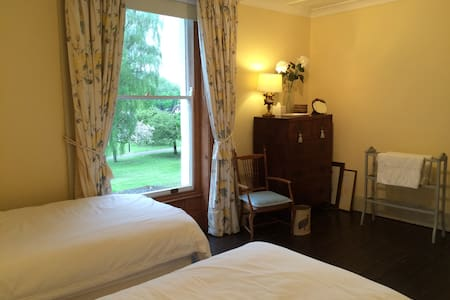 Sunny Twin in Central Gloucester - Gloucester - Bed & Breakfast