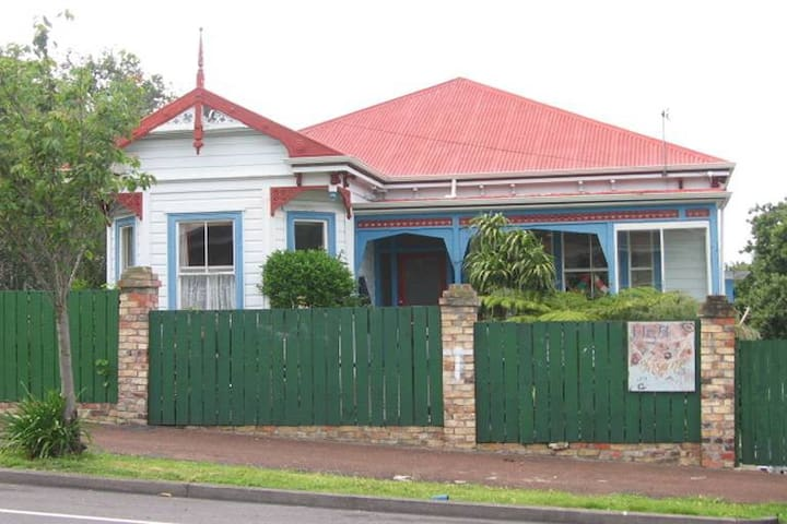 Self contained 1 b/r flat in large oldschool Villa - Auckland - Apartemen
