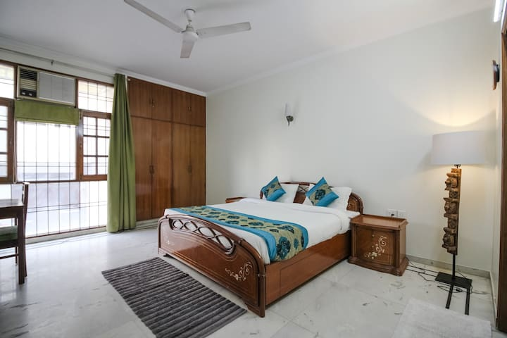 UMR Private Room Near Hauz Khas Village
