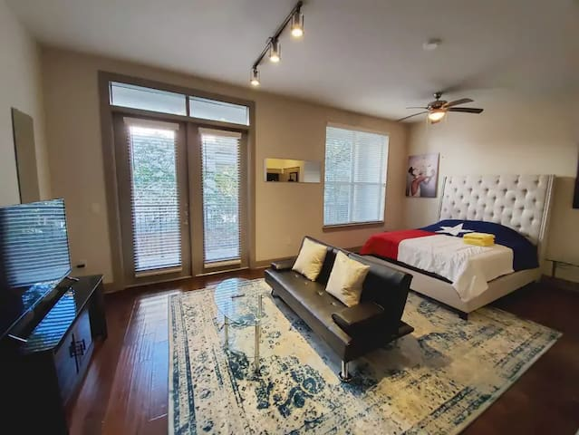Monthly Rental-uptown/deep ellum...Vlad says hi