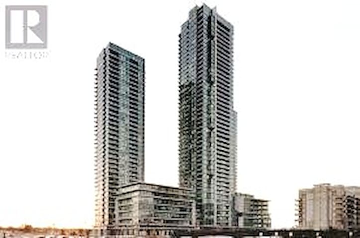 1 BED ROOM SUITE - SQUARE ONE, MISSISSAUGA