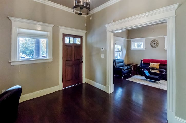 Entry way/Living room