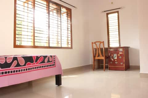 Spacious Terrace Room   Noise-Pollution Free