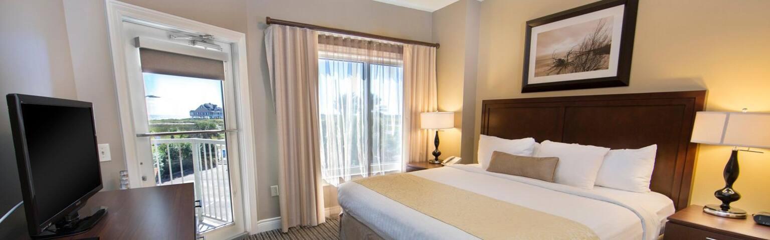 Oceanfront Condo Resort for Spring Break!! - Galveston