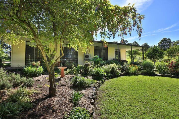 Orange Grove Park - Delightful Rural Cottage