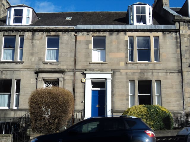 Large private room for 2-3 people off Leith Walk