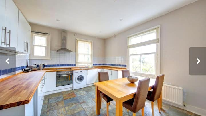 2 Bedroomed Spacious Richmond Road Apartment