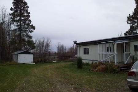 Country Living on 200 acres close to town - Breton