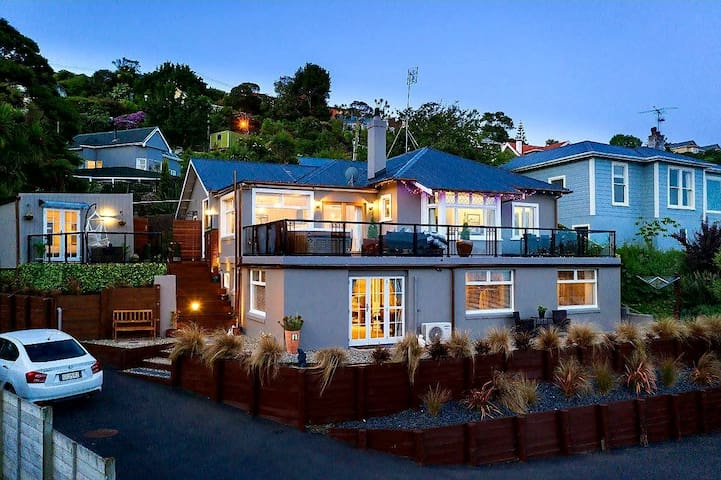 Sea Salt B&B Dunedin 3 Bedrooms & Views