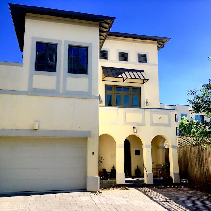 Welcome to your Hideaway in Houston! A Spanish Revival home that we're restoring to its former glory, at the end of a quiet cul-de-sac. Perfect for friends, couples and families with kids!