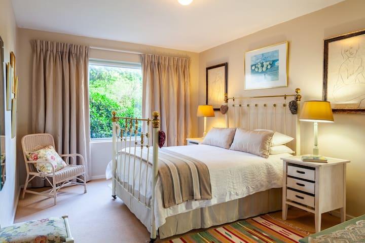 En suite bedroom  2  with double bed