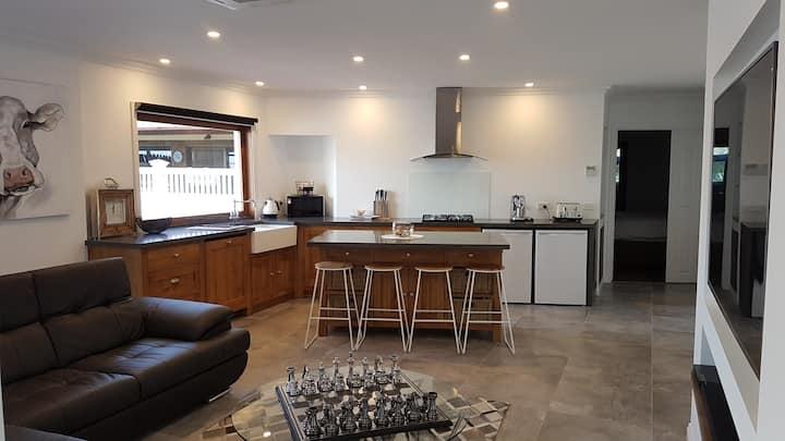 Melbourne Farm Stay, Signature Room