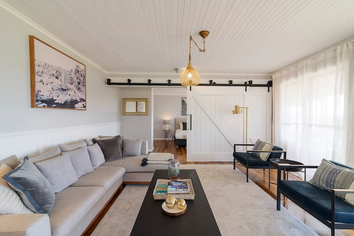 STARGAZERS WATERFRONT LUXURY COTTAGE-Tasmania