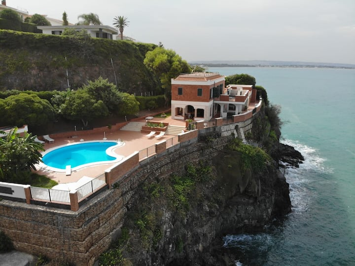 Villa facing the sea and Etna