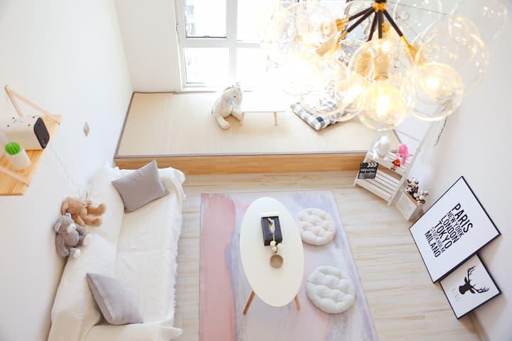 【拾贰·民宿】西宁万达、唐道繁华商圈北欧ins清新风美宅loft榻榻米公寓 投影仪 聚会 拍照