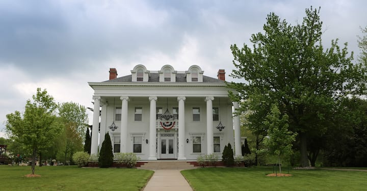 The White House: Wisconsin Rapids - Sand Valley