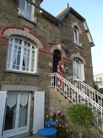 """Chambre """"Monet"""" rez de jardin - Cancale - Bed & Breakfast"""