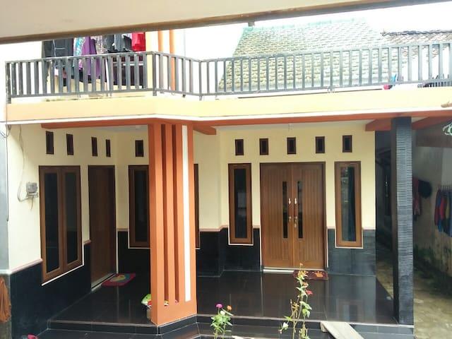 Shopi'e guest house