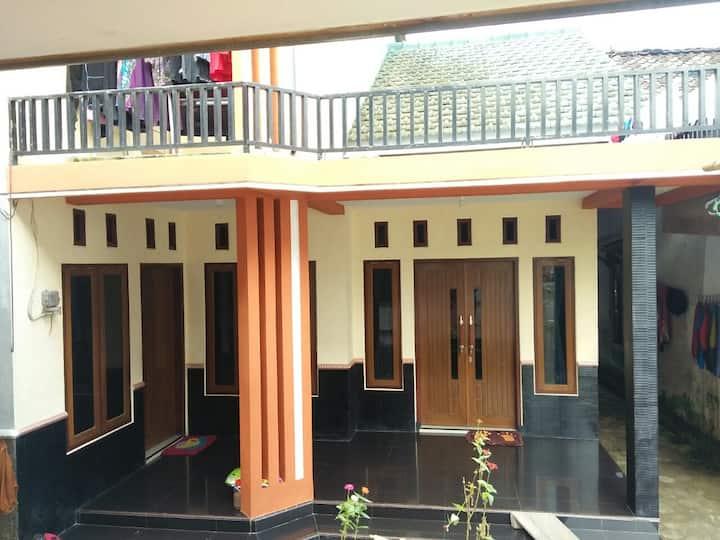 Shopi'e guest house