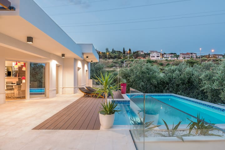 Modern and stylish vila Shelena