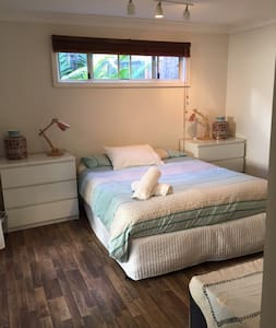 Cottage Retreat Northern Beaches - North Narrabeen - 통나무집