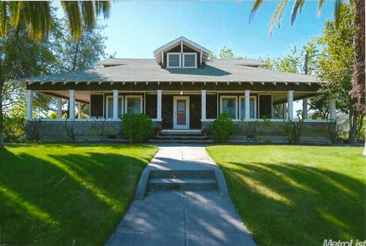 Stunning 105-year-old Craftsman Farmhouse - Loomis - House